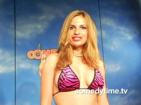 Hot Girls and Earl: Jacqui Does Stand Up